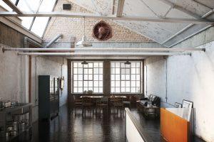 رندر استودیو قدیمی سقف شیروانی سینک ظرفشویی A7AI4606
