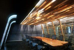 رندر سالن کنفرانس میتینگ روم مدرن میز چوب A7AI4702