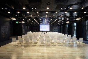 رندر آمفی تئاتر مدرن مینیمال رندر سالن جلسات A7AI4708