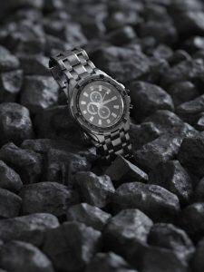 رندر استودیو عکسبرداری کلوزاپ ساعت مچی استیل فلزی سنگ A7AI4918