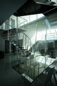 صحنه خانه منزل میز شیشه ای ناهارخوری پله مارپیچ نورپردازی ویژه مدل آماده رندر   A7AI0907