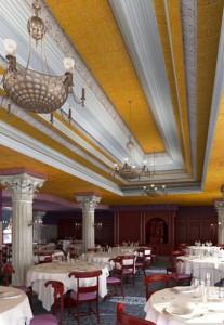 صحنه رستوران کلاسیک صندلی میز استیل کلاسیک چوبی لوستر ستون رومی مدل آماده رندر | A7AI1704