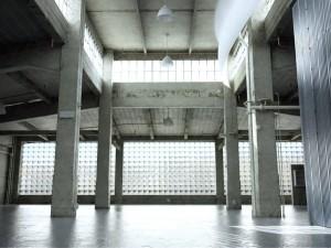 صحنه فضای عمومی پارکینگ قدیمی کف سیمان بتون مدل آماده رندر | A7AI2602