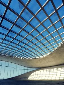 صحنه طبقه خالی ساختمان اداری سالن سوله سقف شیشه ای مدل آماده رندر | A7AI2608