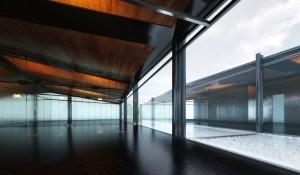 صحنه فضای سالن اداری تزئینی کف سنگ گرانیت سقف چوبی مدل آماده رندر | A7AI2612