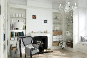 صحنه اتاق نشیمن کلاسیک شومینه لوستر آباژور گل گلدان کتابخانه دکور منزل | A7AI3706