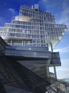 صحنه نما ساختمان تجاری شیشه ای مدل آماده رندر | ZA6AE0806